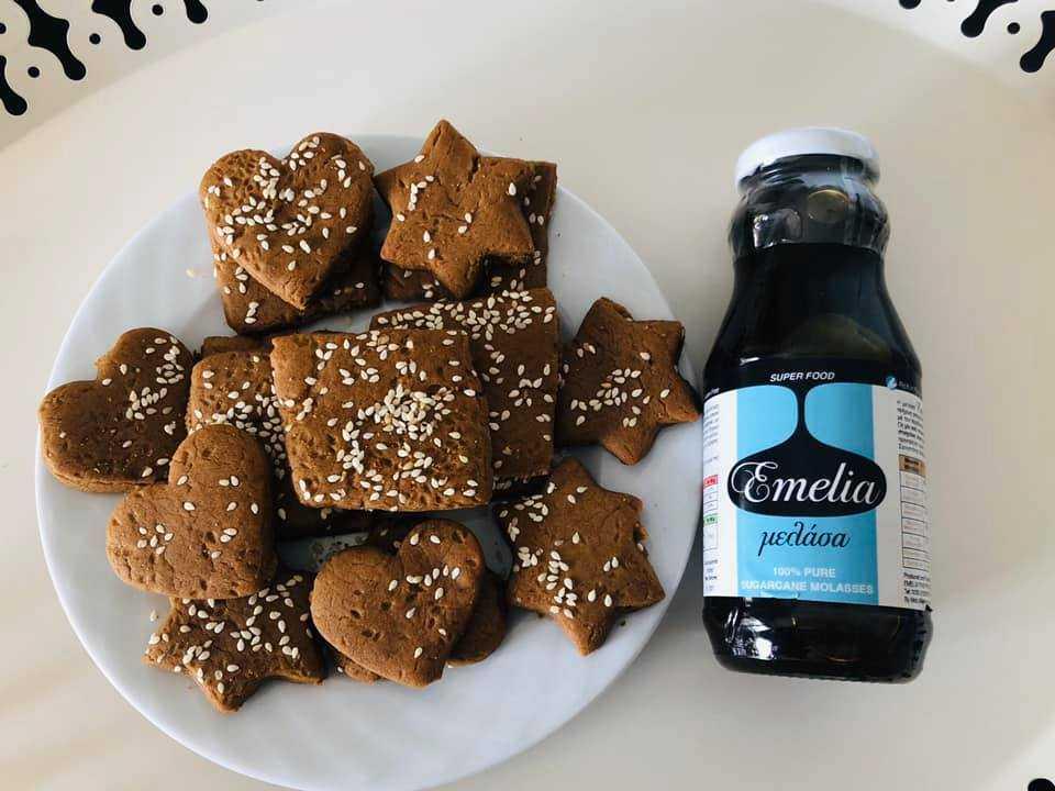 Συνταγή για Γευστικότατα Μπισκότα χωρίς ζάχαρη, με μελάσα Emelia